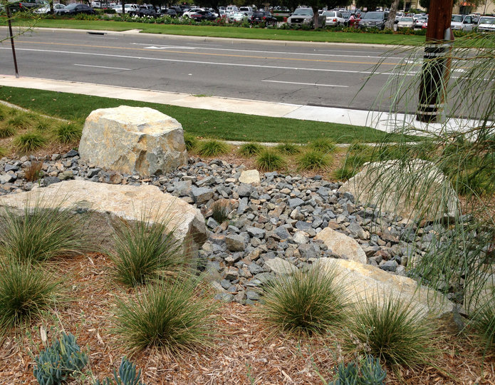 Desert Select landscape boulders with crushed rock and mulch