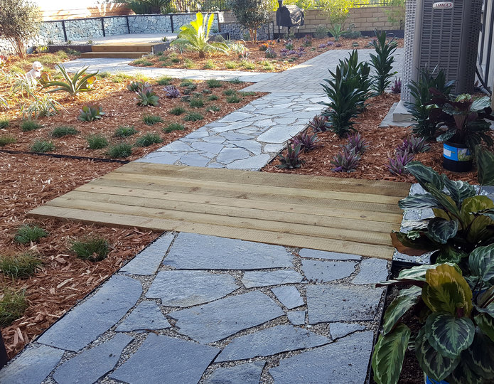 Storm Mountain natural flagstone patio pavers installed in backyard patio 2