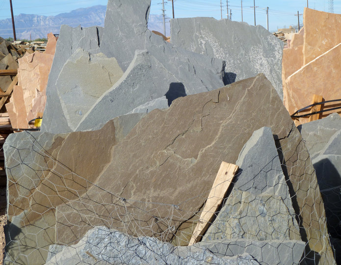 Bluestone full color flagstone pallet at rock yard