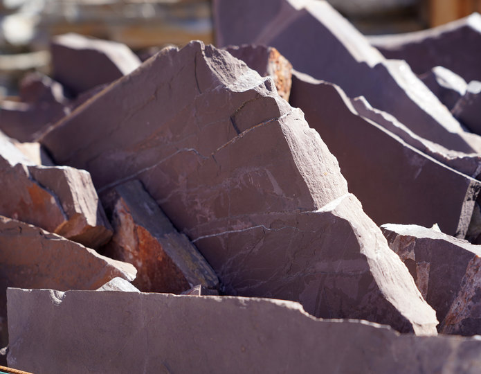Mexican Rose natural flagstone patio pavers in bulk at rock yard