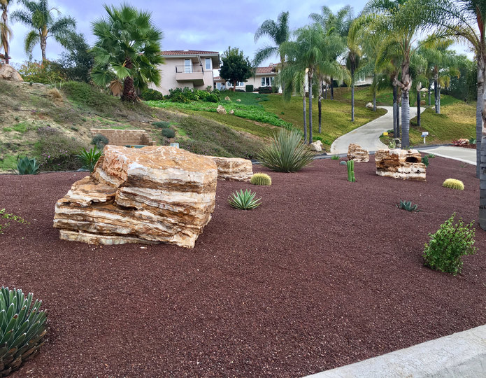 Southwest Brown decomposed granite fines installed with Mexican Onyx boulders in front yard