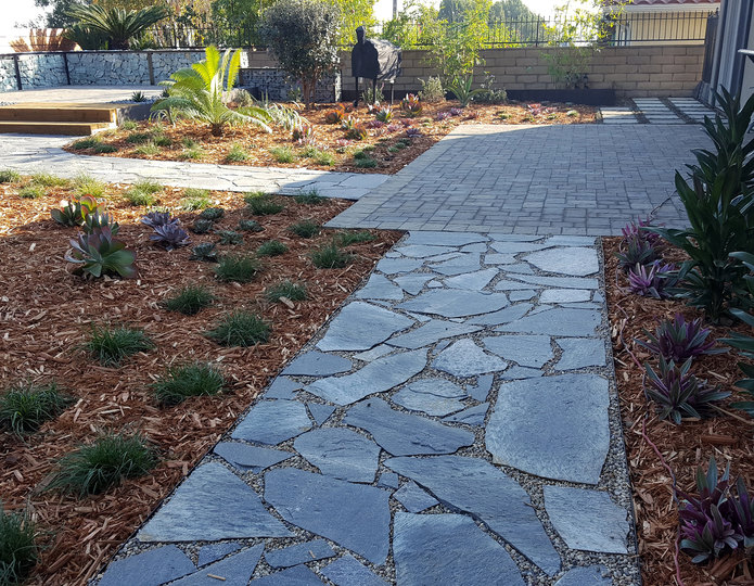 Storm Mountain natural flagstone patio pavers installed in backyard patio