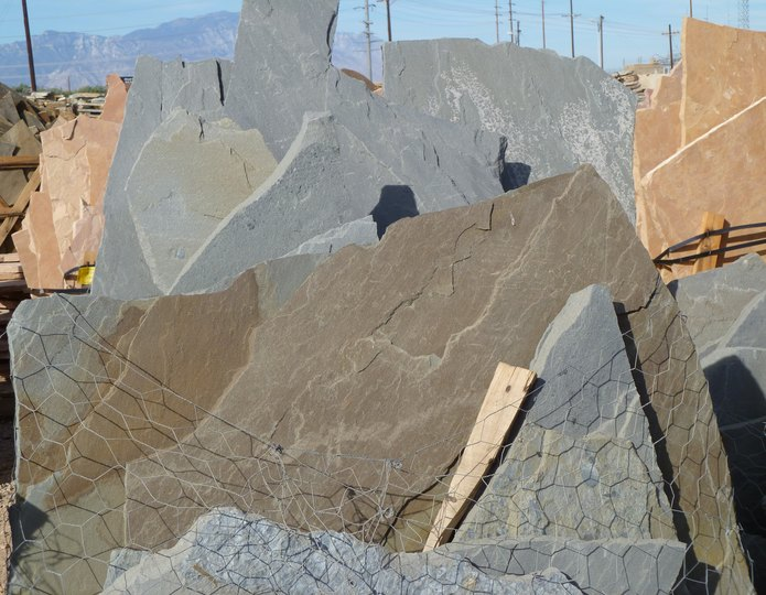 Bluestone full color flagstone pallet at rock yard