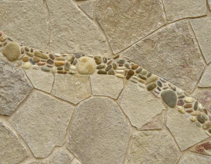 Cherokee Canyon natural flagstone patio pavers with cobblestone border